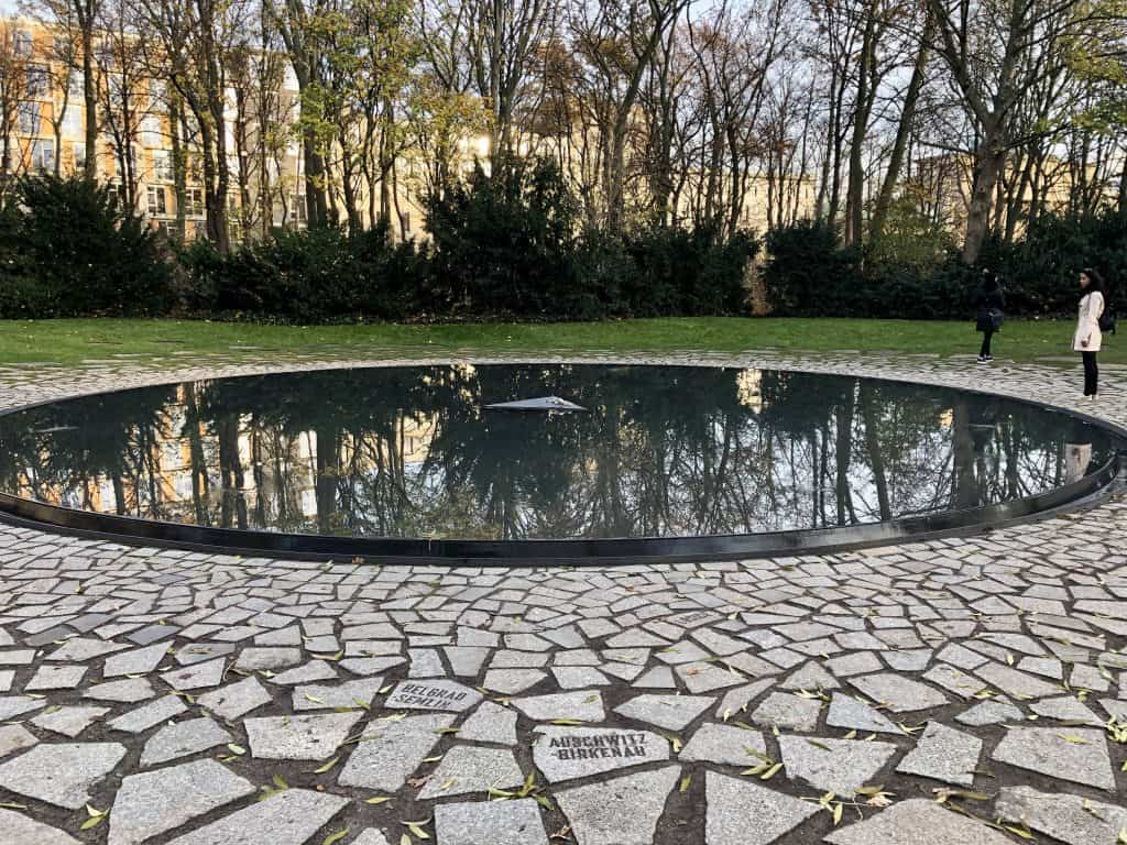 sinti-roma-memorial-in-tiergarten