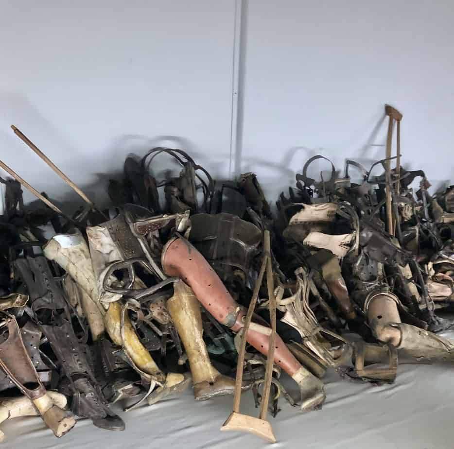 Prosthesis-in-Auschwitz-museum